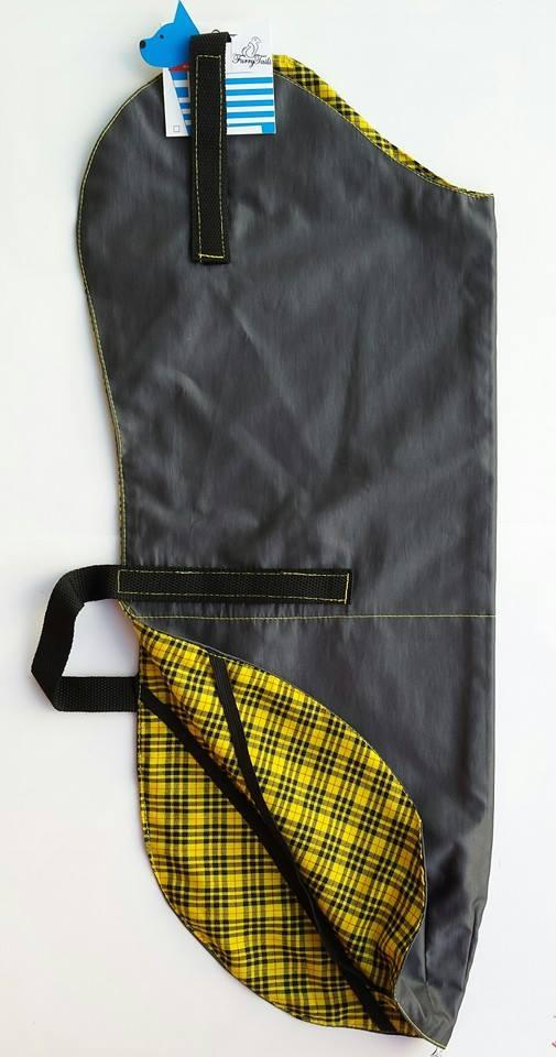 375178e5a09 Στο λαιμό και στην κοιλίτσα κουμπώνουν με σκρατς – είναι αντιανεμικά και  είναι διαθέσιμα σε γκρι-μολυβί με κίτρινο καρώ εσωτερικό. Furry Tails ...